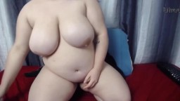 Brunette plumper Crush with sexy glasses fucks fat pussy