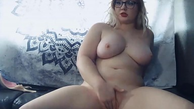 Squirting BBW MollyGivesHead with bouncing natural tits